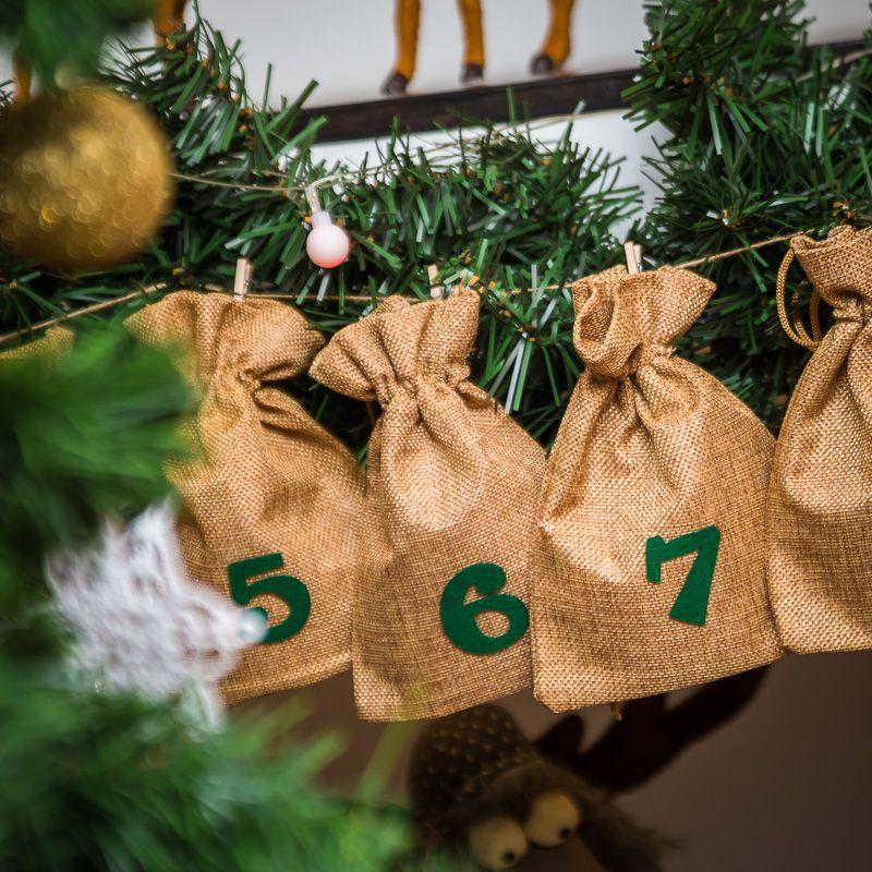 Calendrier de l'Avent sachets en jute 13 x 18 cm – marron claires + numéros verts