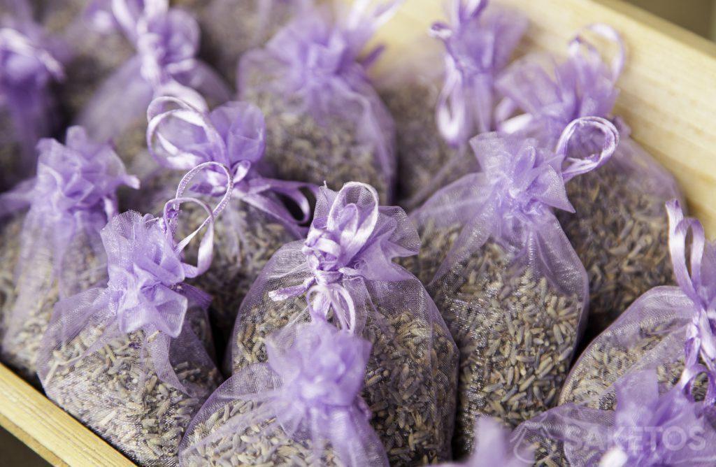 Sachets d'organza violets fourrés à la lavande