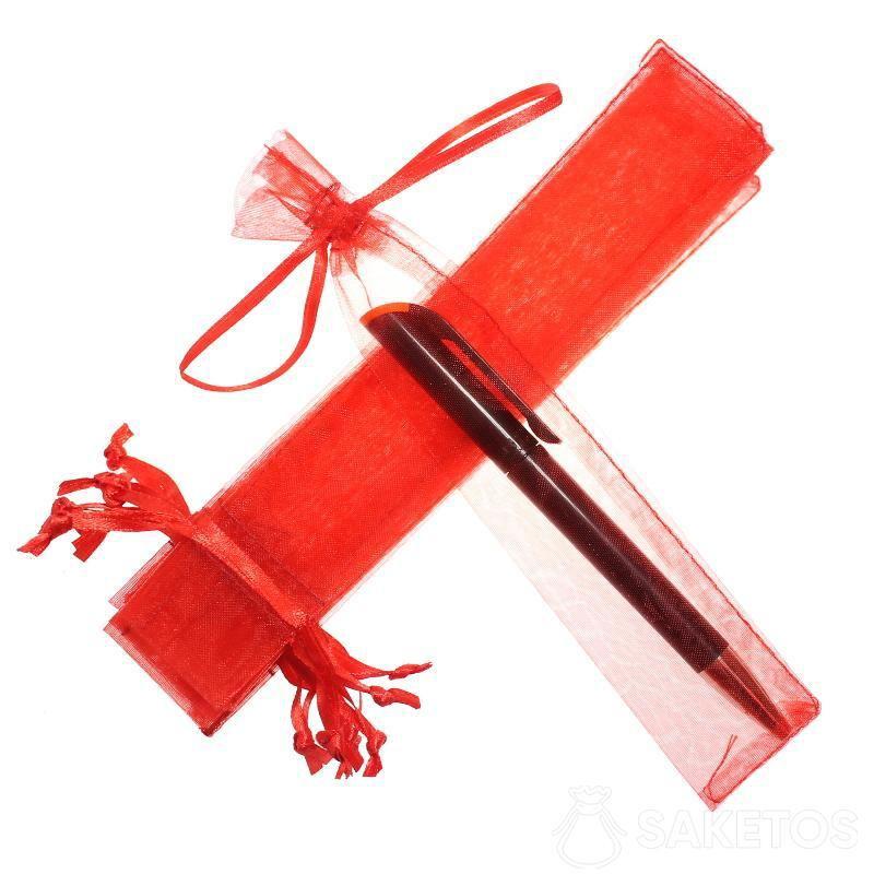 Une pochette en organdi 3,5 x 19 cm pour un stylo.