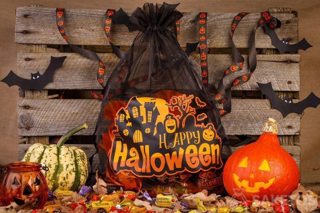 Les sachets en organdi sont parfaits dans le rôle d'une décoration d'Halloween.