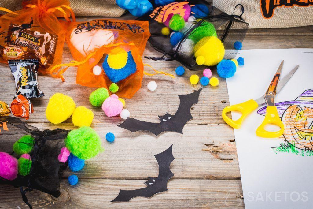 Les sacs bonbons d'Halloween peuvent contenir toutes les sucreries mais aussi des décorations.