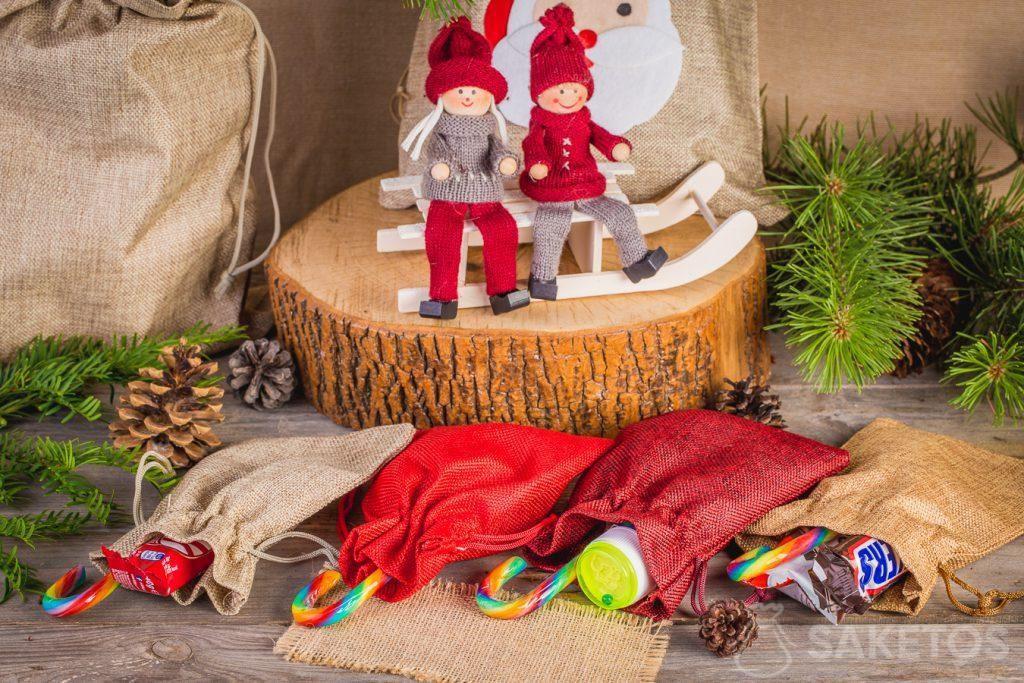 On peut empaqueter les friandises de la Saint Nicolas dans les sachets en tissu