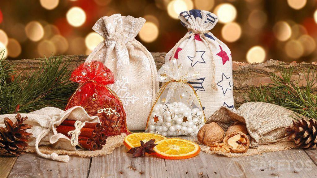 Les sachets de Noël en tissu pour les cadeaux de Saint Nicolas ou de Noël
