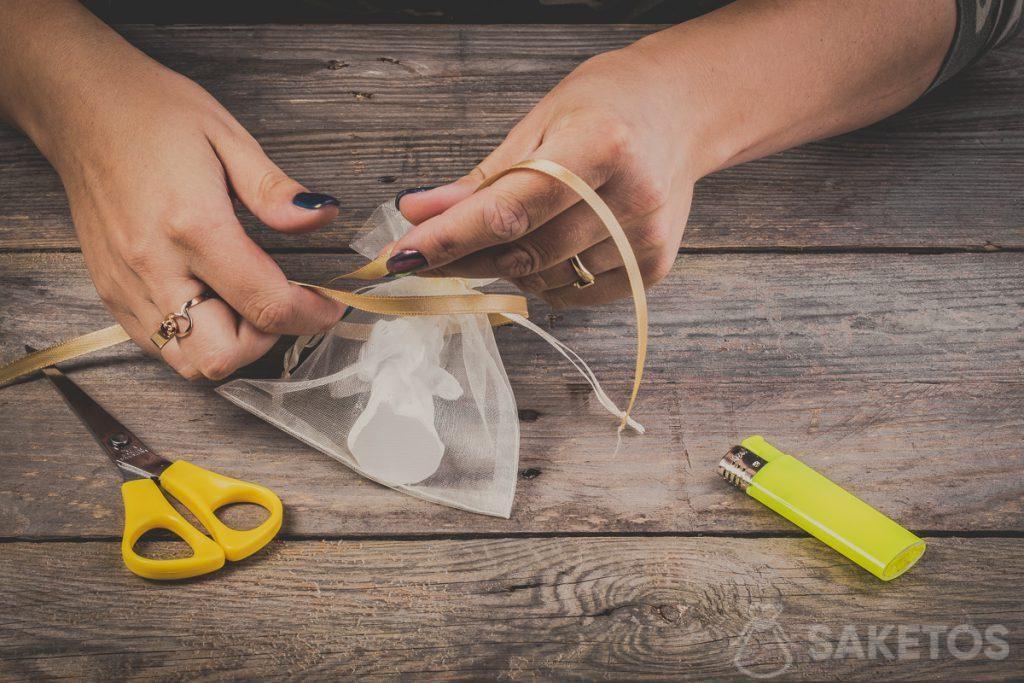 Comment faire un nœud de ruban - pas 3