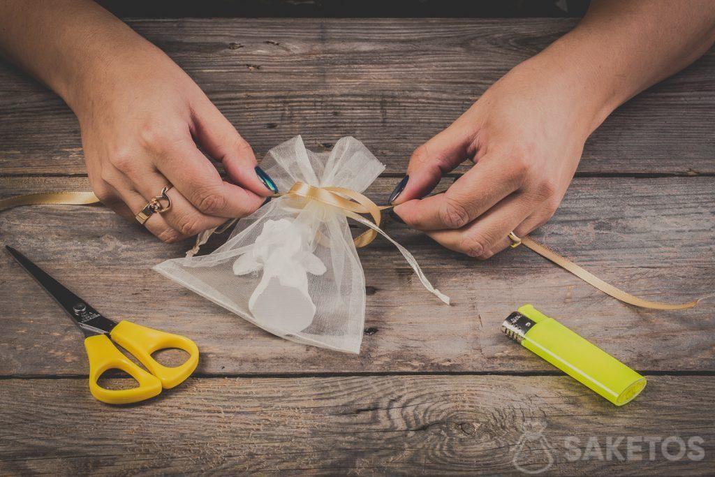 Comment faire un nœud de ruban - pas 4