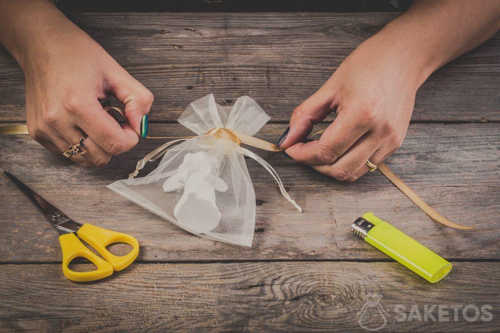 Comment faire un nœud ruban - pas 5