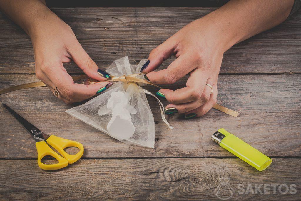 Comment nouer un nœud de ruban - pas 9