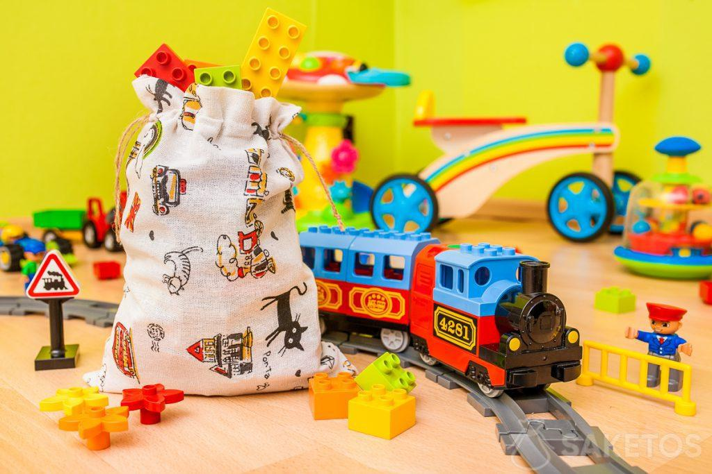 Les pochettes en étoffe sont idéales pour ranger les jouets et pour emballer les cadeaux pour les enfants