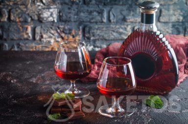 1. Une liqueur est une merveilleuse idée cadeau. Il suffit de l'emballer joliment.