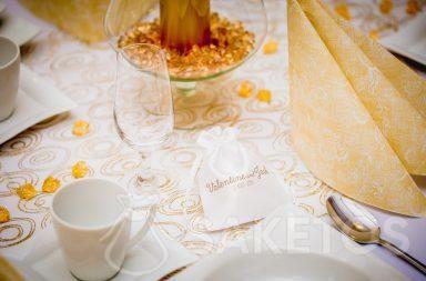 2. Un sachet en satin imprimé comme remerciement aux invités de mariage