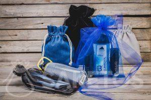 Cosmétiques, gadgets sportifs - cadeaux pour hommes dans des sacs en tissu élégants