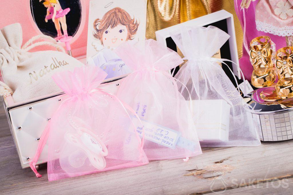 6.Un emballage cadeaux idéal - une pochette en organdi est toujours fantastique.