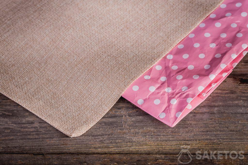 2.Les sachets de lin avec les impressions colorées