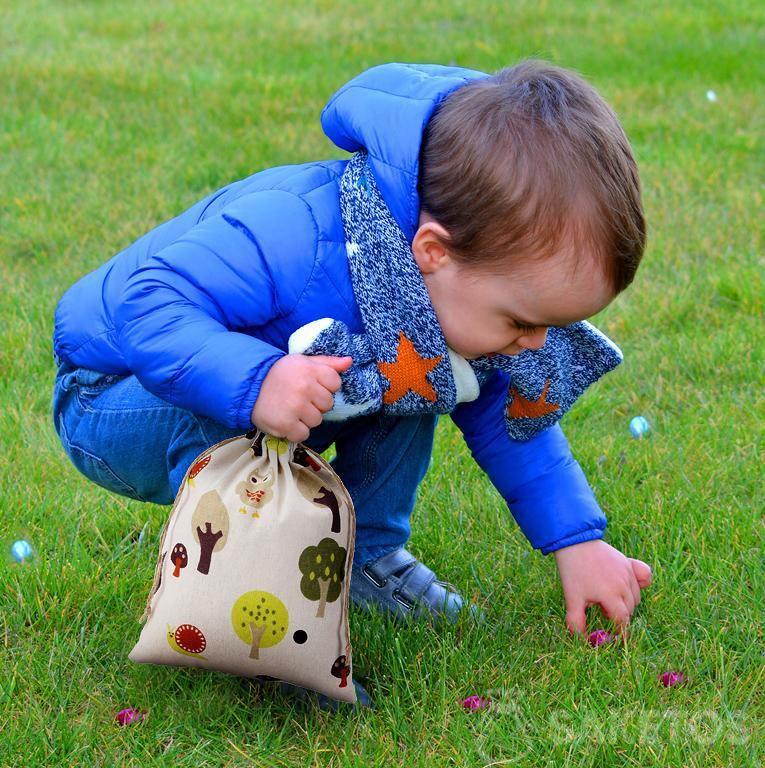 Plaisir de Pâques pour les enfants - Chasse aux œufs