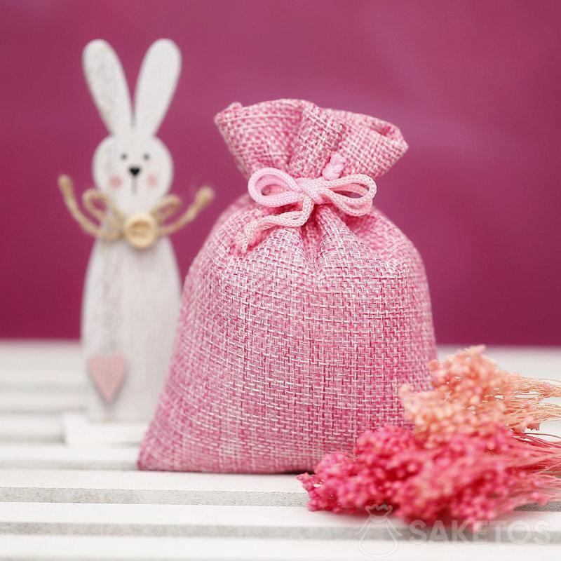 Sacs en matériau pour créer des décorations pour Pâques