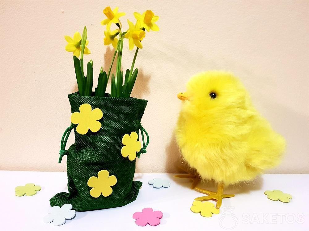 Sac de Pâques décoré de fleurs autocollantes