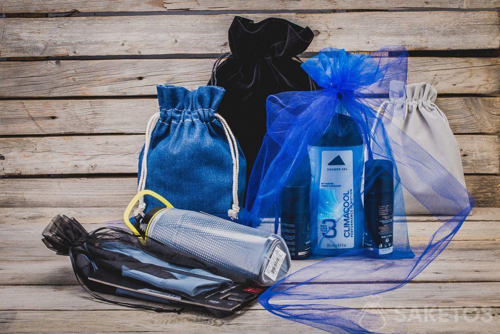 Les sachets en tissu sont parfaits non seulement pour emballer des cadeaux! Ils sont aussi des organiseurs de valise extraordinaires.