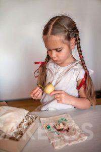 9. Les sachets en lin à décorer- les activités manuels pour enfants