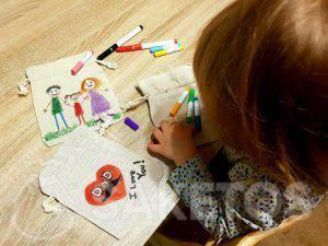 10. Le jeu créatif pour enfants- la peinture des sachets en lin
