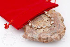 La pochette en velours à bijoux
