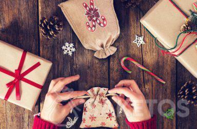Les sachets en tissu est une réponse parfaite à la question comment joliment emballer un cadeau.