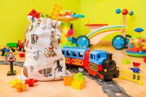 3.Les sachets en tissu sont parfaits pour y stocker des jouets et emballer des cadeaux pour enfants