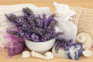 Les cosmétiques de lavande pour un SPA maison